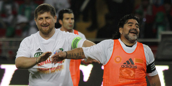 Infos diverses - Page 14 712892_chechen-president-kadyrov-shares-a-joke-with-soccer-legend-maradona-during-an-exhibition-soccer-match-at-opening-of-new-akhmad-hajji-kadyrov-stadium-in-grozny