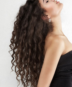 Lepota ženske kose - Page 6 Curly-hair-woman