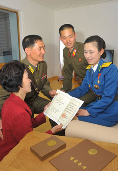 "PYONGYANG TRAFFIC GIRL AWARDED TITLE ""HERO OF THE DPRK"" 2013051001517_2"