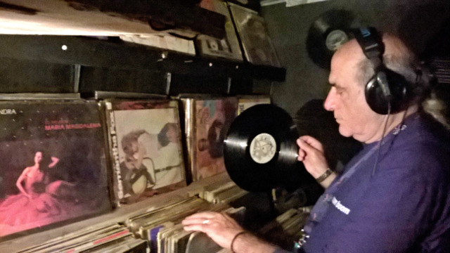 O Σούλης της Disco Boom Boom κρατά τα 80s ζωντανά  Soulis_1