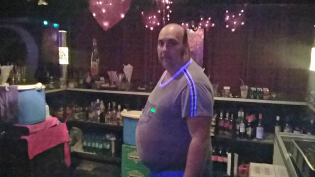 O Σούλης της Disco Boom Boom κρατά τα 80s ζωντανά  Barman