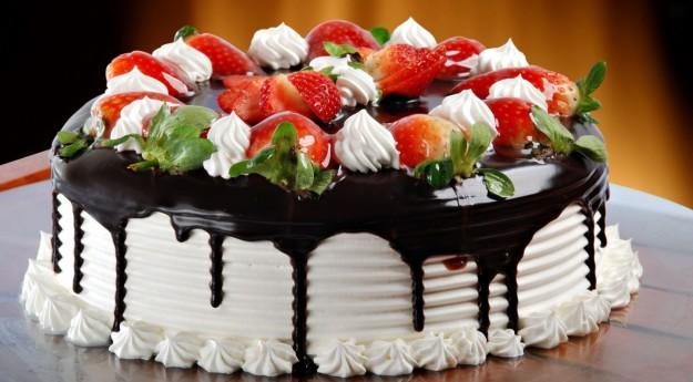 buongiorno a tutti voi amici - Pagina 2 Torta-di-compleanno-alle-fragole