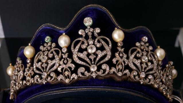 تيجان  فاخرة مرصعة بالماس Jewels4