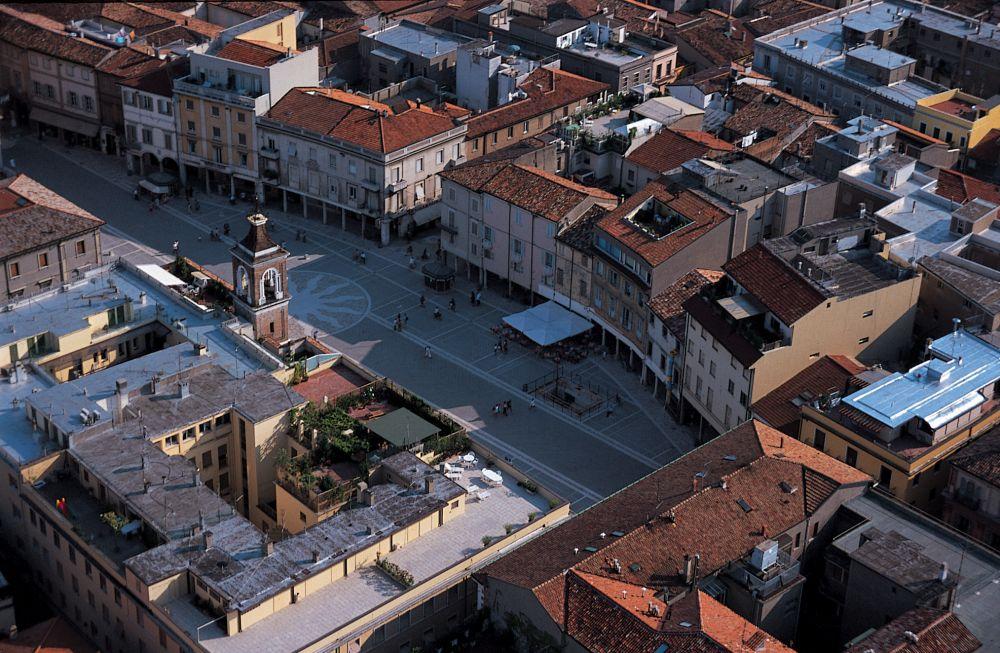 Rimini - ponos italijanske obale Piazza_tre_martiri