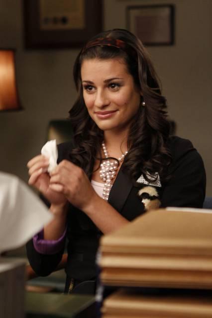 Un esempio da cui prendere spunto per andare a scuola :) Glee-1x01-Rachel-Berry-Promo-07_mid