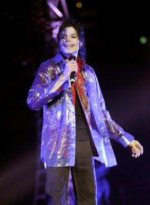 "[LIBRO] La Toya rilascia ""Starting Over"" - Pagina 3 This-Is-It-Michael-Jackson-2"