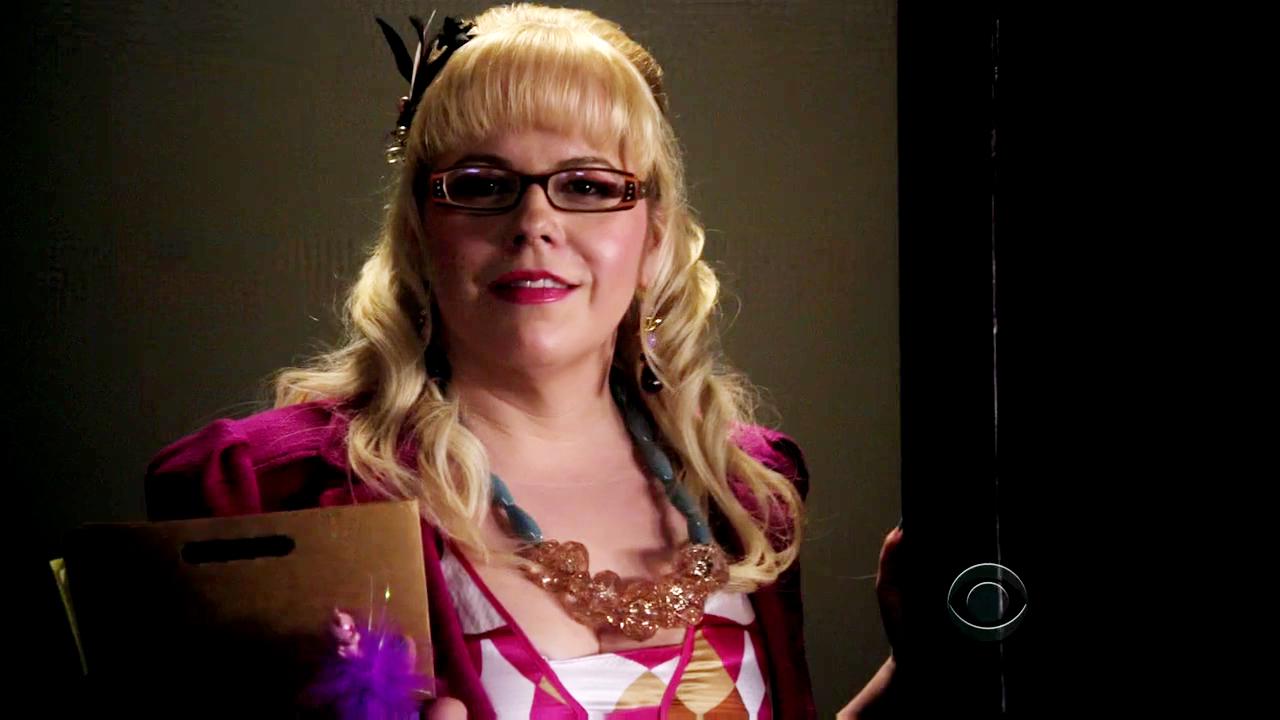 Kedvenc képeink Penelope Garciáról - Page 3 Criminal-Minds-5x03-Penelope-Garcia-Cap