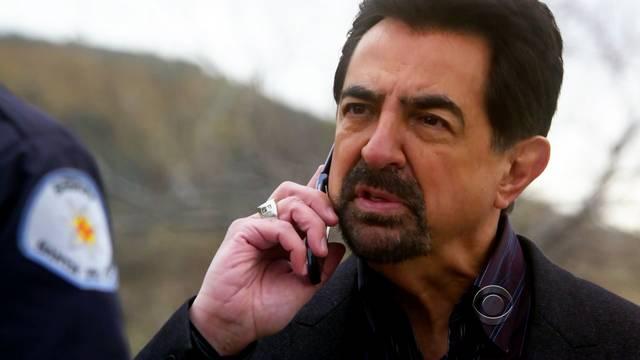 Kedvenc képeink David Rossiról - Page 2 Criminal-Minds-5x17-Solitary-Man-David-Rossi-Cap_mid
