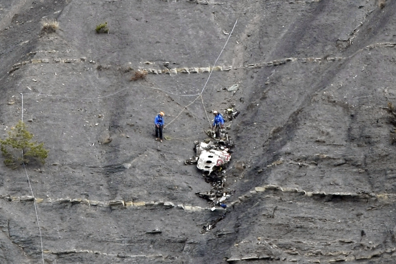 A320 Germanwings  Barcelone - Dusseldorf, Crash dans les Alpes de Haute Provence - Page 18 Cbb4fe6b50fb46e680069df2939f7665-780x520