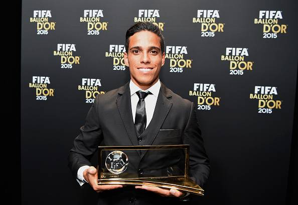 BALLON D'OR ET RECOMPENSES DU FOOT - Page 8 Wendell-lira-waiter-cafe-puskas-award-2015-1452614208-800