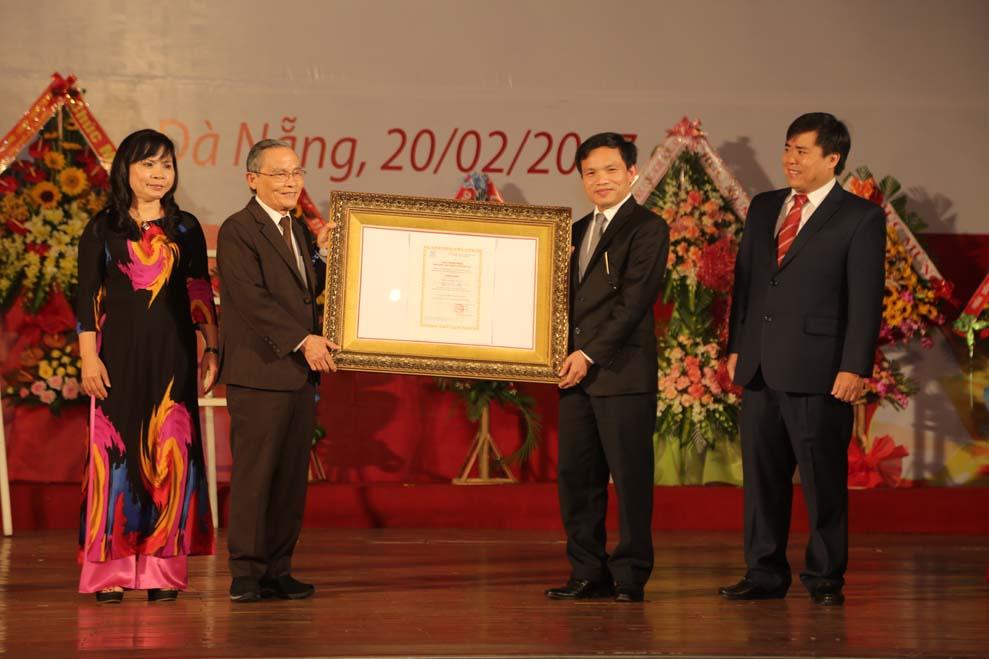 Duy Tân - ĐH ngoài công lập đầu tiên đạt KĐGD ở VN Anhduytan3_qdll