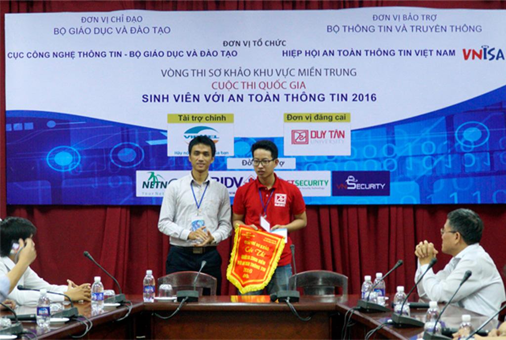 SV Duy Tân giành giải Nhất, Nhì, Ba Vòng Sơ khảo 'SV với An toàn thông tin' Duytan1_yjwy