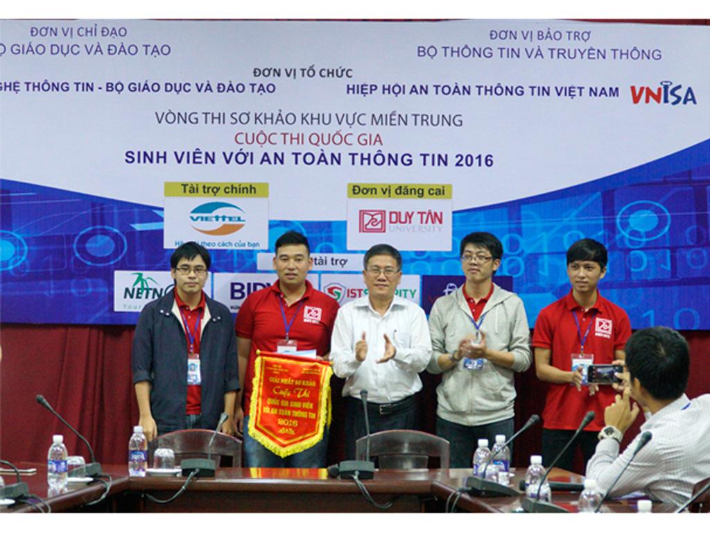 SV Duy Tân giành giải Nhất, Nhì, Ba Vòng Sơ khảo 'SV với An toàn thông tin' Duytan_qunw