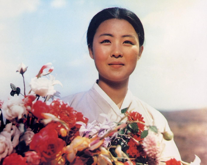 The Flower Girl (1972) 1d7680daa21af68e9dea882fe91e861e