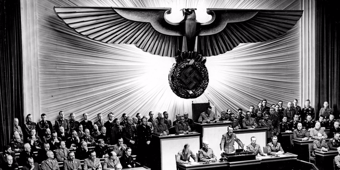 Humbja e Hitlerit, dhe superfuqia e SH.B.A-ve Photo-the-moment-hitler-declared-war-on-the-us