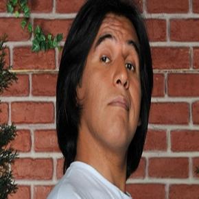 Smilies >>  Imagen-del-famoso-actor-peruano_523617