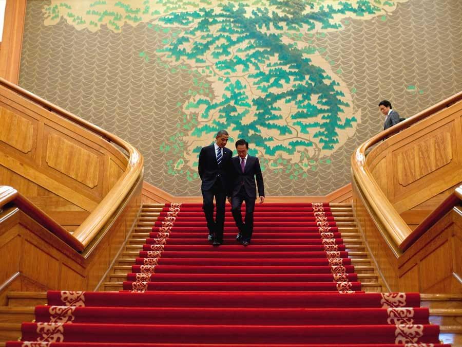 من تقدر كوريا الجنوبية ام كوريا الشمالية  President-barack-obama-and-president-lee-myung-bak-of-south-korea-met-at-a-bilateral-meeting-in-south-korea