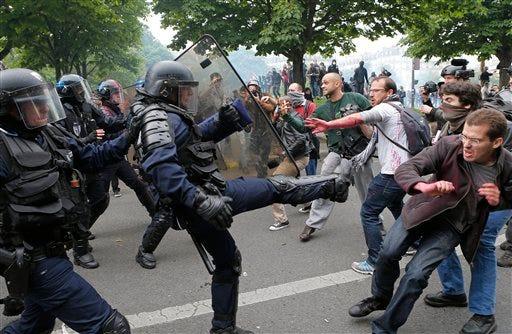 Ce qu'on ne pourra plus voir  After-violent-protests-french-labor-law-nears-finish-line