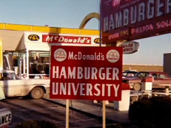 Toulouse: McDo met les bouchées doubles sur les devoirs The-first-hamburger-university-class-was-held-in-the-basement-of-a-mcdonalds-in-elk-grove-village-ill