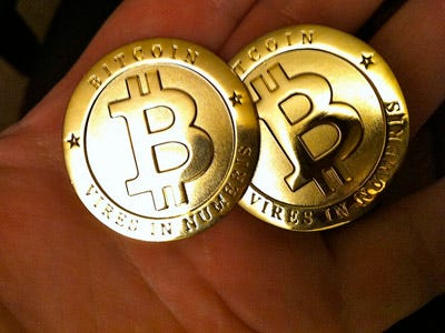 'Fake Bitcoin' - How this Woman Scammed the World, then Vanished Bitcoin-currency