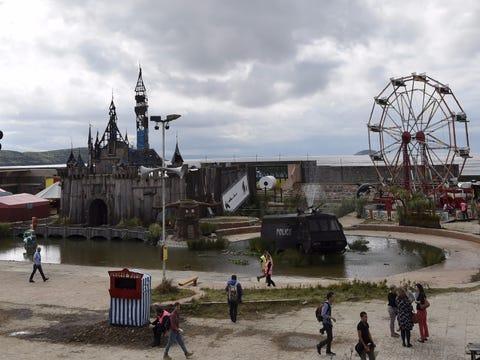 Dismaland, el lugar mas deprimente del mundo (No apto para ninos) Banksys-dismaland