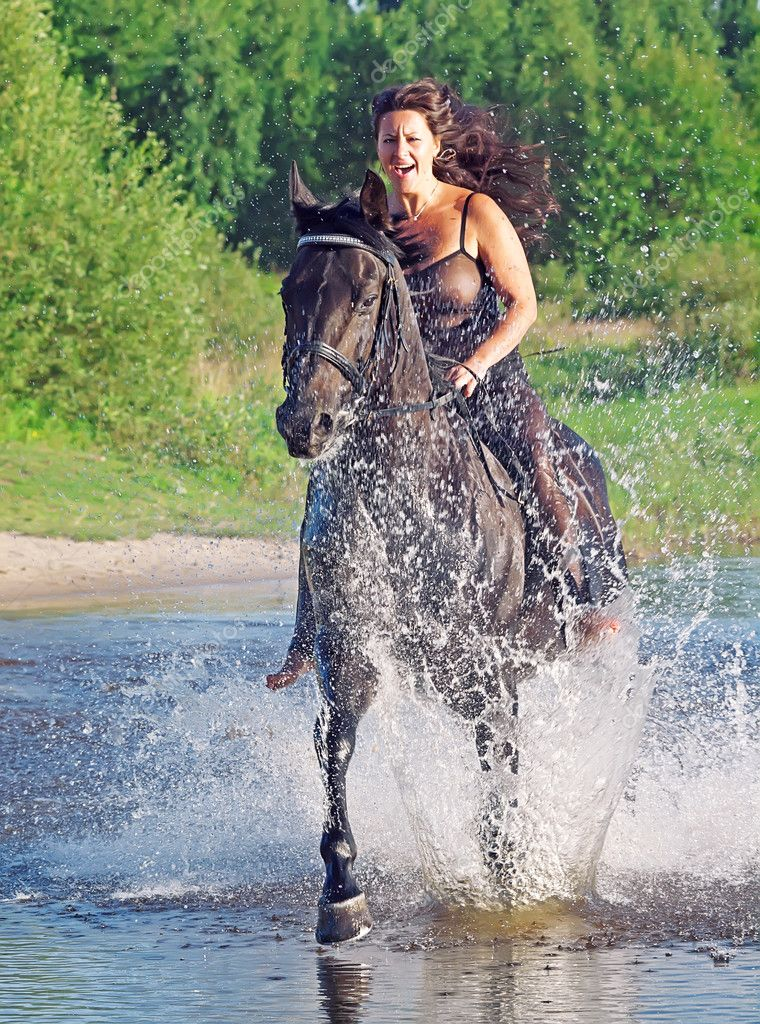 les éléments - Page 12 Depositphotos_6304458-Sexy-women-galloping-on-horse-at-lake