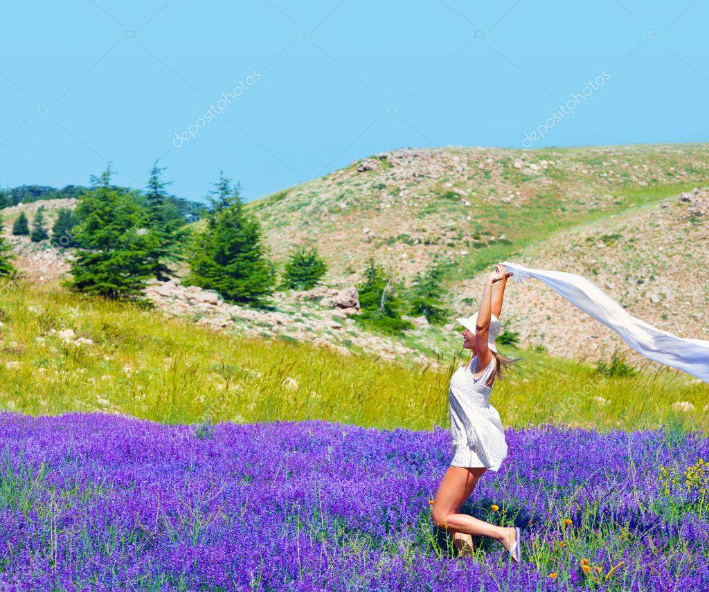 Bienvenidos al nuevo foro de apoyo a Noe #197 / 03.12.14 ~ 06.12.14 - Página 39 Depositphotos_11929884-Beautiful-girl-dancing-on-lavender-field