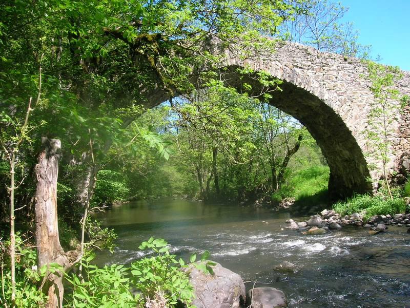 Tour du Cantal 2009 Pont-romain1