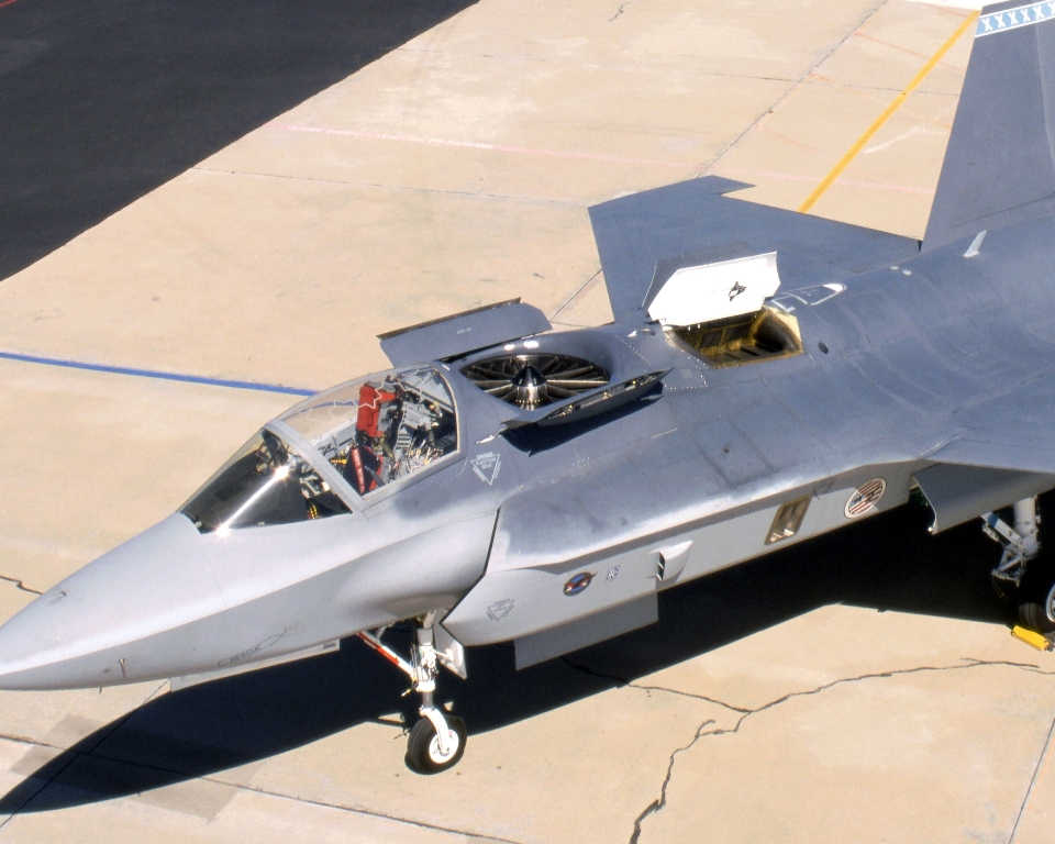 عملاق صناعة السلاح الأمريكية Lockheed Martin  F-l3_lift_fan