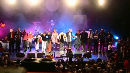 Elodie à l'Olympia avec Aldebert (01 novembre 2009) - Page 2 45902002_p