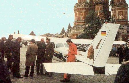 العصفور الذي فضح الكريملن --- فضيحة اجهزة الدفاع الجوي السوفيتي 50565313_p
