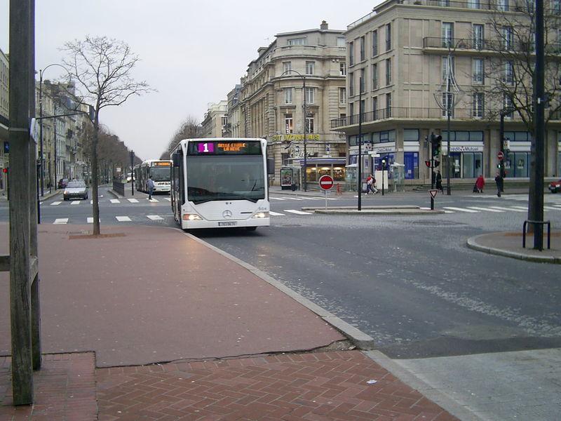 Photos historiques du réseau havrais (bus, tram, funi...) - Page 6 52139042