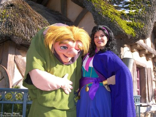 La Saint Valentin à Disneyland Paris - Page 5 49825695_m