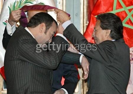 الملك محمد السادس و التواضع بالصور 7865079