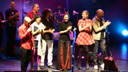 Elodie à l'Olympia avec Aldebert (01 novembre 2009) - Page 2 45901981_p