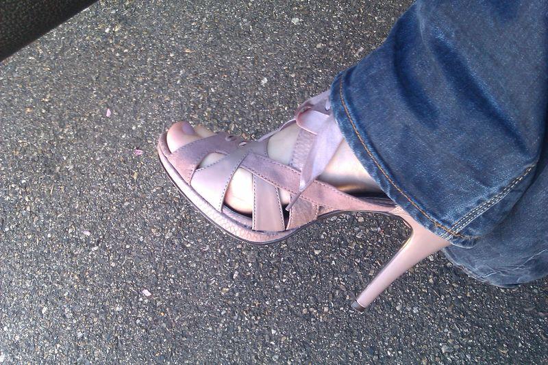Parce que les filles, ça aime les poupées et les chaussures - Page 66 63759341