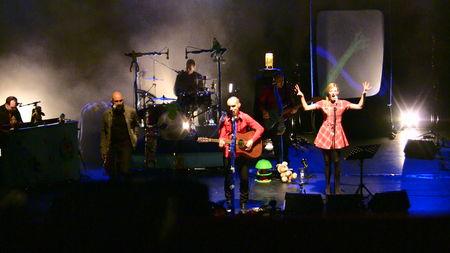 Elodie à l'Olympia avec Aldebert (01 novembre 2009) - Page 2 45901835_p