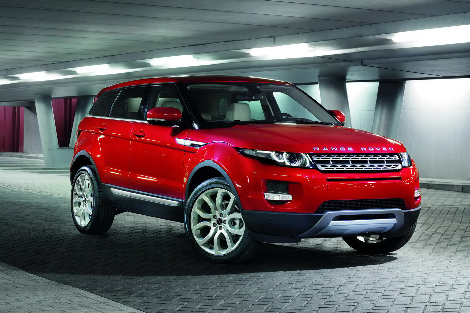 When love is blind.[terminata.] - Page 9 Range-rover-evoque-5usi-106