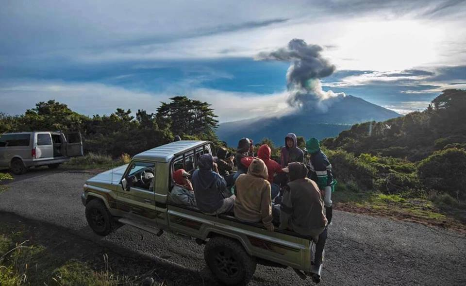36 consecutive hours of ash and gas emissions at Turrialba Volcano in Costa Rica Turrialba-volcano-eruption-may-2016-4