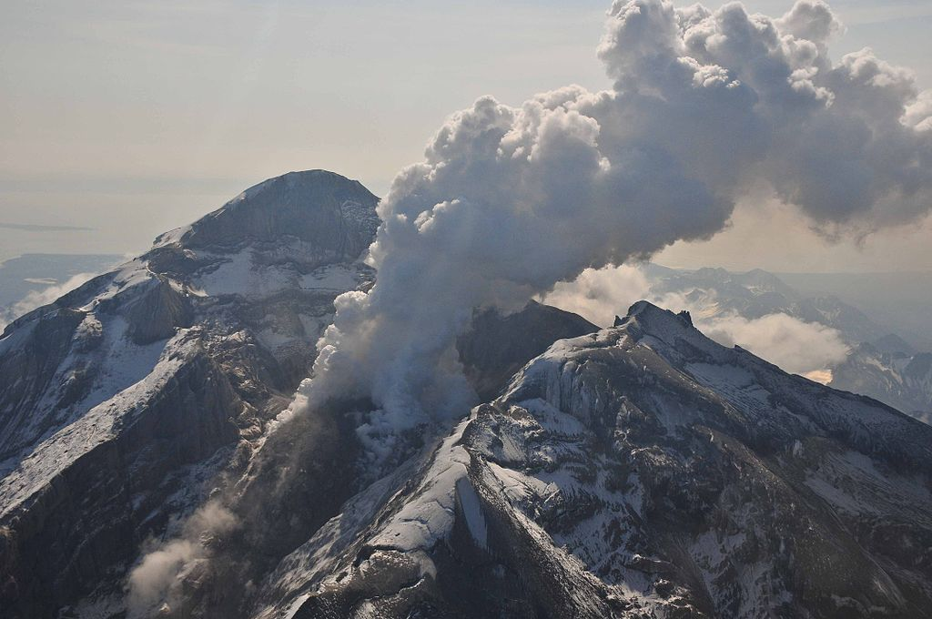 M4.7 earthquake strikes near Redoubt volcano and Iliamna volcano, Alaska on May 1, 2016 Redoubt-volcano