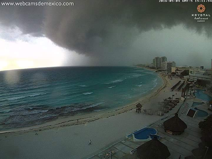 Mysterious clouds appear over Cancun, Mexico Shelf-cloud-cancun-1
