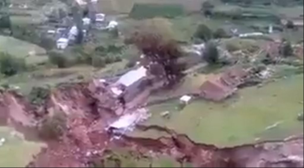 Earth wide open in Peru: 60 families evacuated as giant cracks completely perforate the region of Cuzco Giant-cracks-cuzco-peru-1024x566