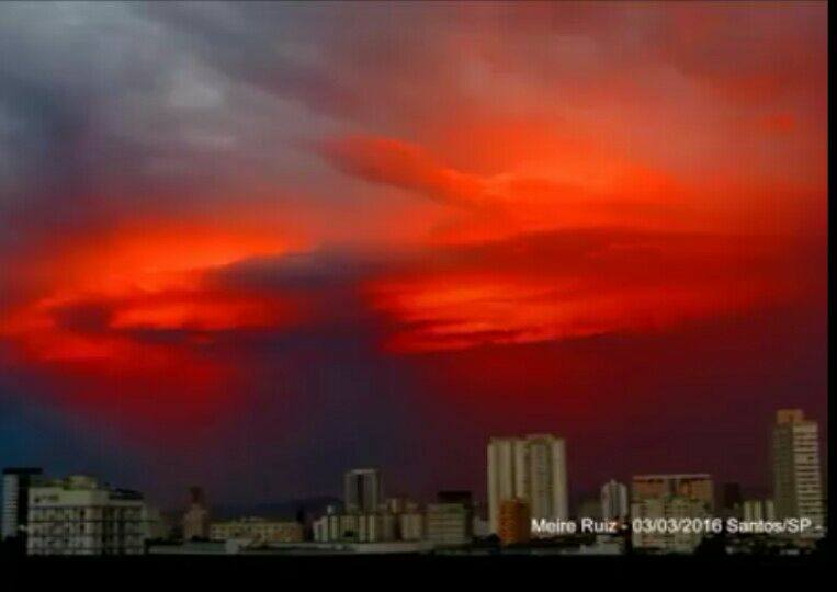 A crazy cool video of a blood red sky over Santos, Brazil Blood-red-sky-brazii-1