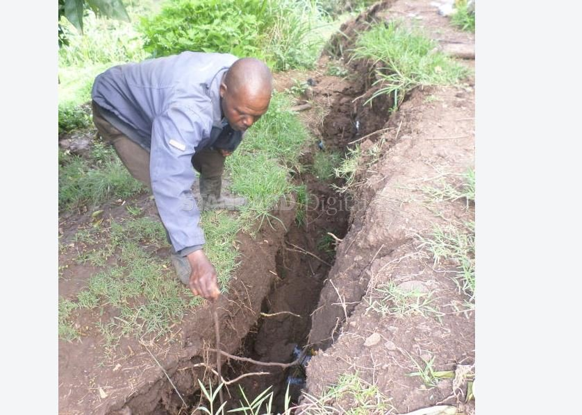 Ticking time bomb in Kenya: Panic as another ten-kilometer crack fissures the slopes of Elgeyo escarpment, home to 10,000 households Another-giant-crack-kenya-june-2018