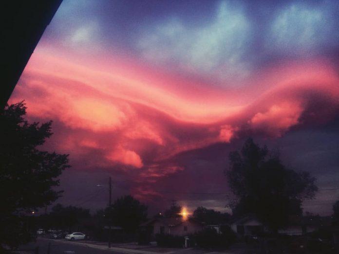Управление климатом в действии. Необычные атмосферные явления. Полезные ссылки. - Страница 3 Red-lenticular-clouds-gallup-new-mexico-4-696x522