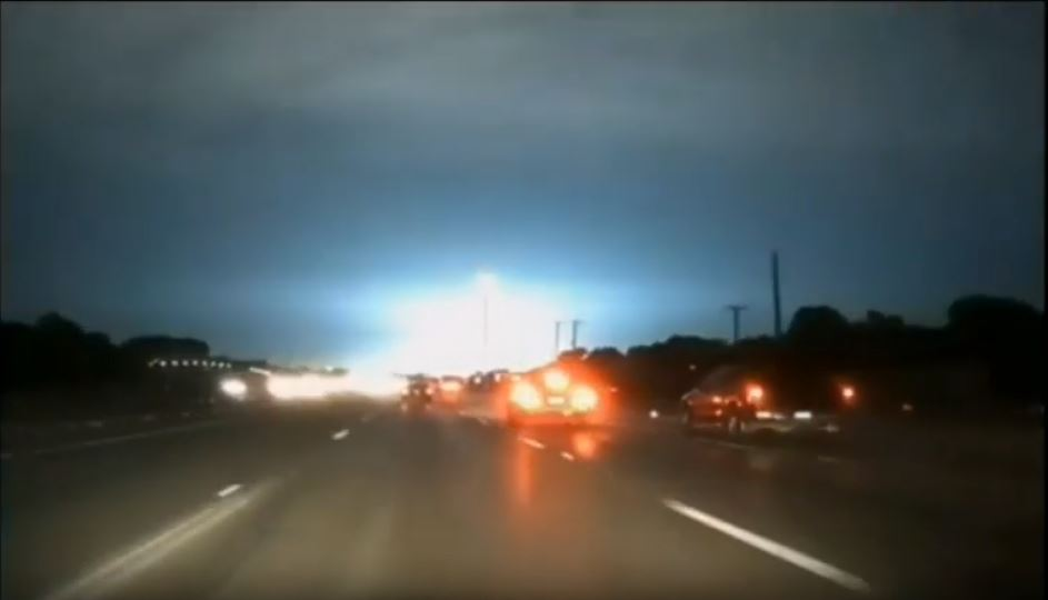 Mysterious flash of blue light in Dallas sky coincides with power surge – No transformer explosion, no lightning… What the heck? Mysterious-blue-light-dallas-sky