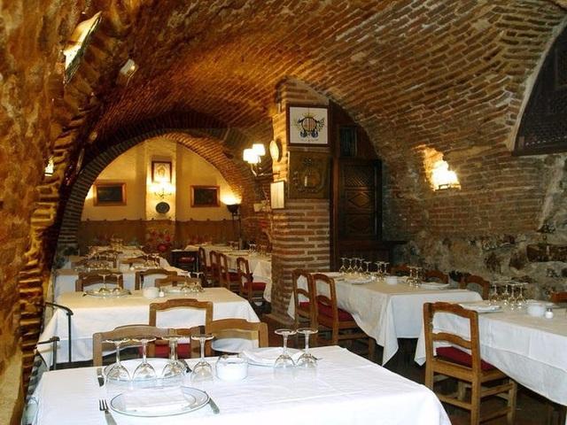 Kỳ lạ nhà hàng suốt gần 300 năm đốt lò liên tục không hề dập tắt lửa Nha-hang-1582337812-width640height480