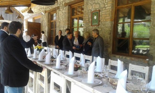George Clooney at dinner in Dolmama restaurant in Dilijan, Armenia 13015400_561863670657731_7974543402786713943_n