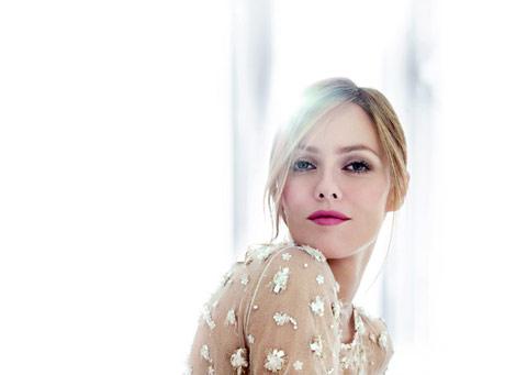 [Jolie Fille] Pour le plaisir des yeux Vanessa-paradis-rouge-coco-ad-campaign