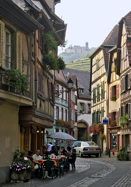 Francuska - Page 2 Charming-villages-of-Alsace-Ribeauville-France